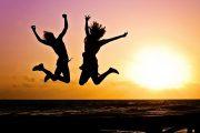 to piger hopper over vand